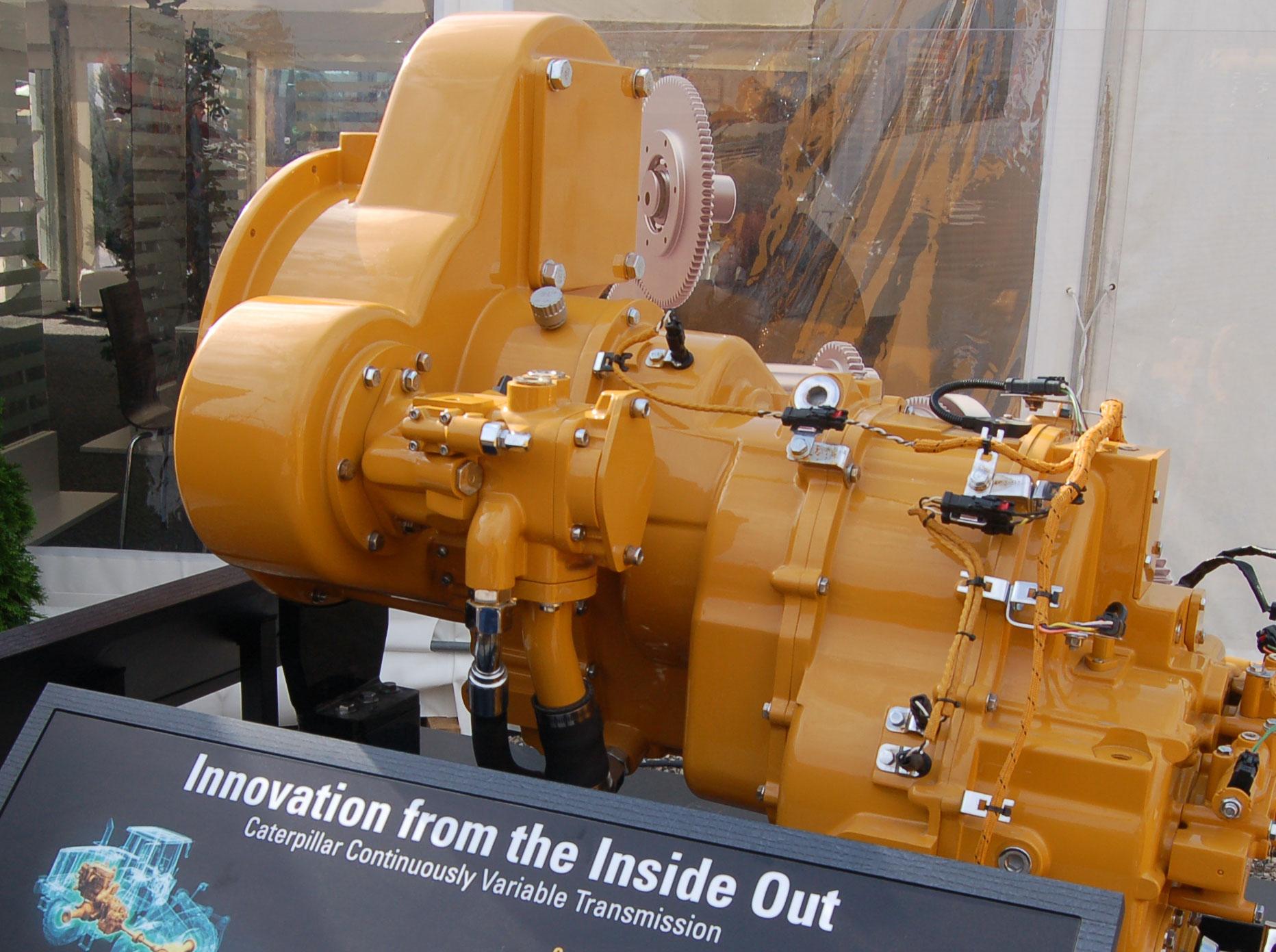 Die Bestrebungen, Emissionen zu senken, konzentrieren sich bei Caterpillar nicht nur auf Motoren. Da im Unternehmen auch Antriebe wie das leistungsverzweigte Getriebe für Radlader entwickelt werden, lassen sich die Baugruppen passend aufeinander abstimmen. Foto: Cohrs