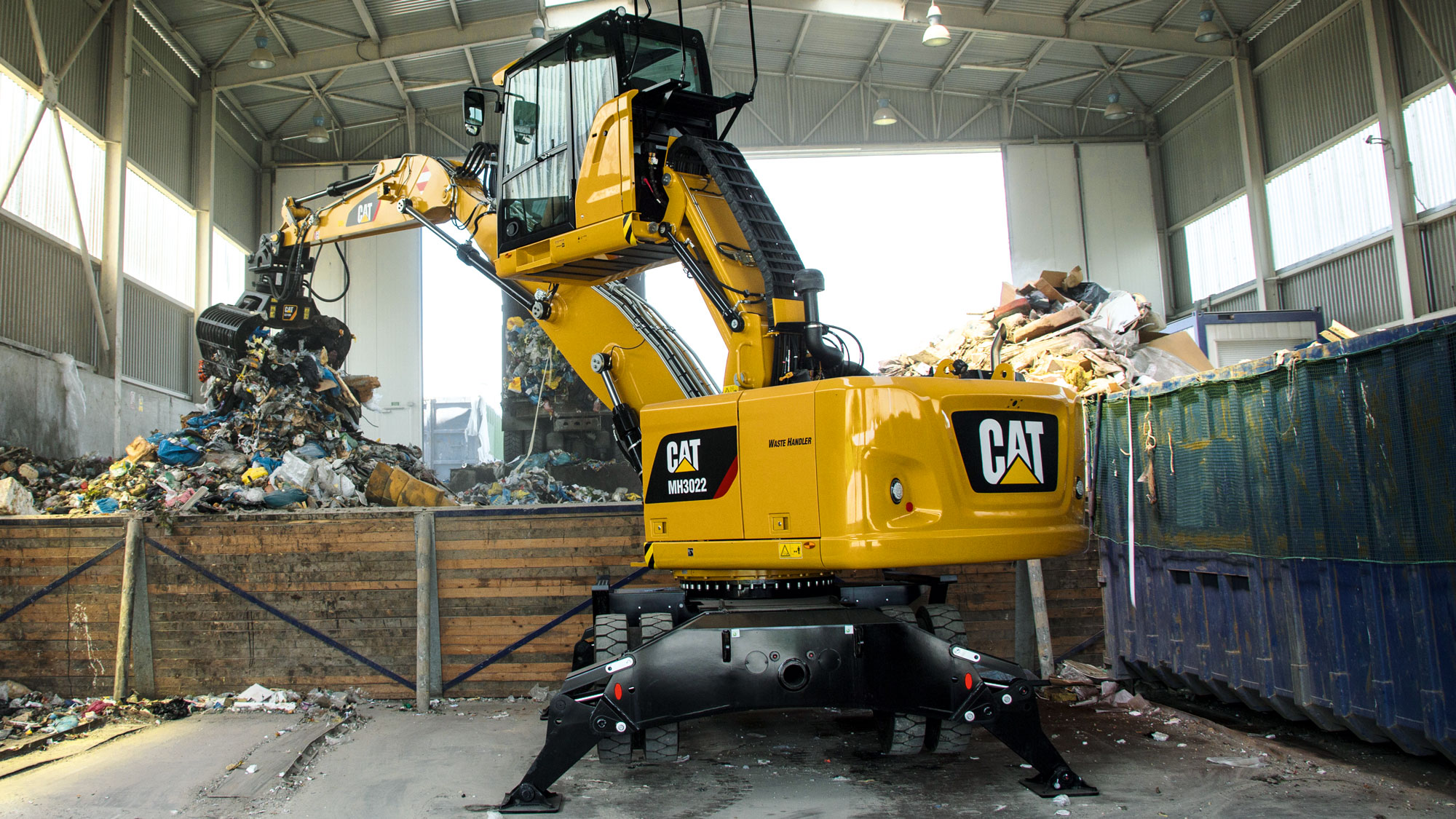 Cat Umschlagbagger MH3022